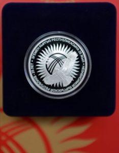 коллекционная монета 25 лет независимости